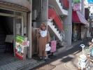 駒沢店前で